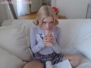 honey_devildollChaturbate screenshot 2020-10-01